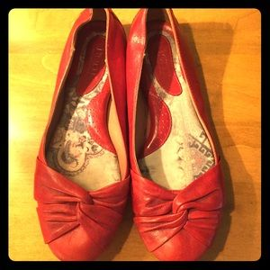 Born red Lilly flats size 9.5/41